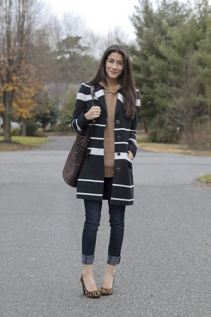 Skinny Jeans rolled up, neutral heels, sweater and car coat