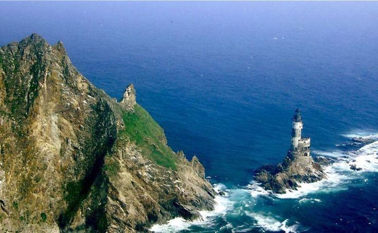 Farol Aniva – Sakhalinskaya, Rússia - ssa ilha era disputada tanto pela Rússia quanto pelo Japão. Este território controlado agora pela Rússia está desabitado entre o Japão e a costa leste da Rússia.