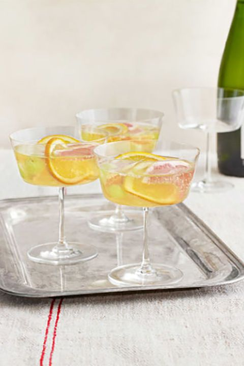 Sparkling winter sangria recipe #partyfood #newyears #appetizers #holiday #easy