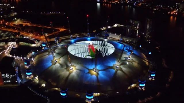 Wear The Rose - O2 Projection on Vimeo
