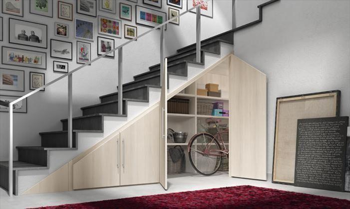 Armario box bajo escalera para espacio abuhardillado de for Soluciones para escaleras