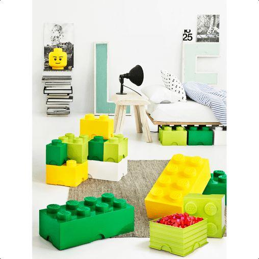 Smart, praktisk og dekorativ lego opbevaringskasse, designet af Room Copenhagen. Opbevaringskasserne kan både stables oven på hinanden og på vores andre lego kasser.