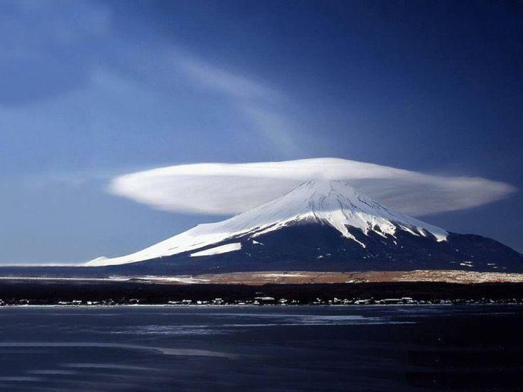 Lenticular cloud over Mt. Shasta