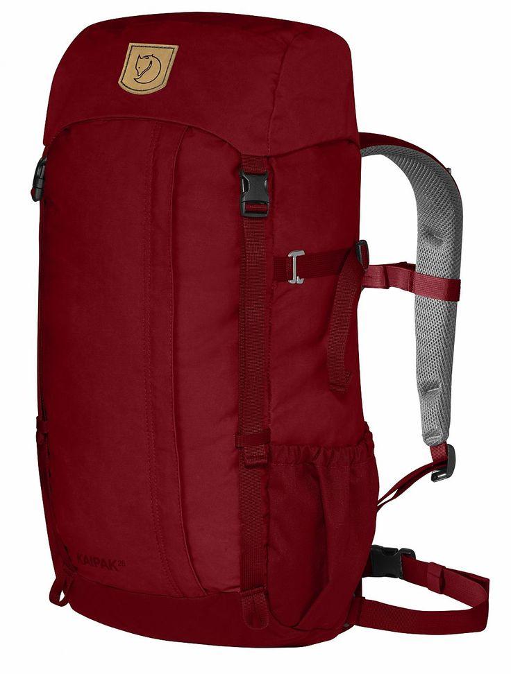 Der Kaipak ist der neue Trekkingrucksack von Fjällräven. Der robuste Rucksack ist in einfachem und zeitlosem Stil designed. • Zusatzinformation: - Top-Loader mit fixierter Deckeltasche - RV-Tasche an der Front - Brusttasche mit Pfeife • Oberflächenbeschichtung: Wachs • Enthält nichttextile Teile tierischen Ursprungs • PFC-frei Maße • Rucksack (H x B X T): 57 x 28 x 21 cm Material • R...