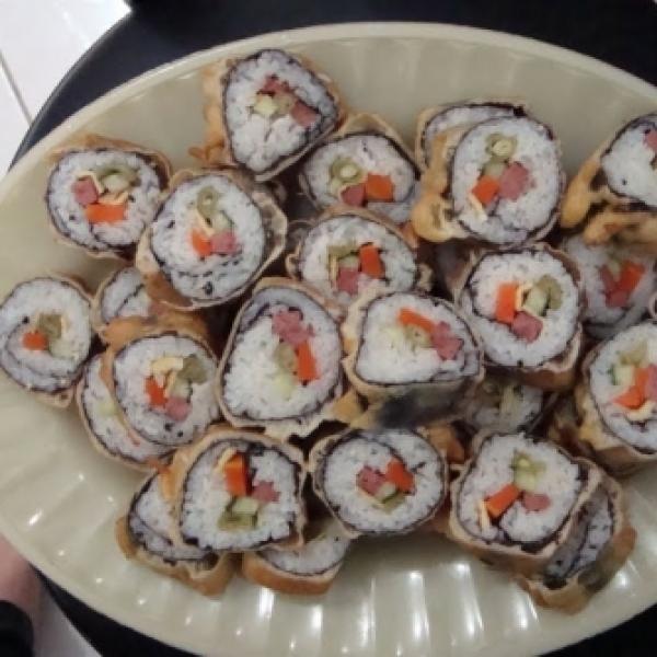 Receita de Sushi Brasileiro - Hot Rolls - 3 xícaras de arroz japonês, 1 xícara de arroz brasileiro, 3/4 xícara de vinagre de arroz de preferência caso não t...