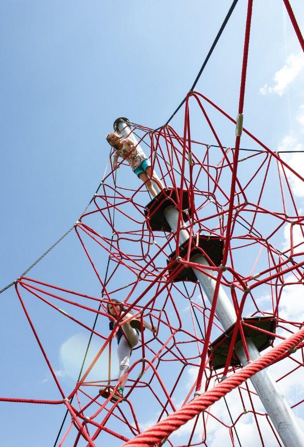 "HUCK ""SPIDER"" Rope Net Pyramid, 8m high, Art. 5000-8-6. HUCK ""SPIDER"" Seilnetzpyramide, 8 m hoch, Art. 5000-8-6."