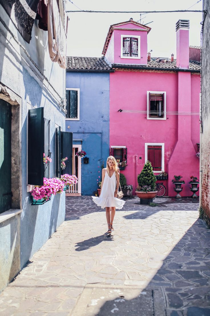 Colorful houses in Burano   Italy: http://www.ohhcouture.com/2017/06/monday-update-49/ #leoniehanne #ohhcouture
