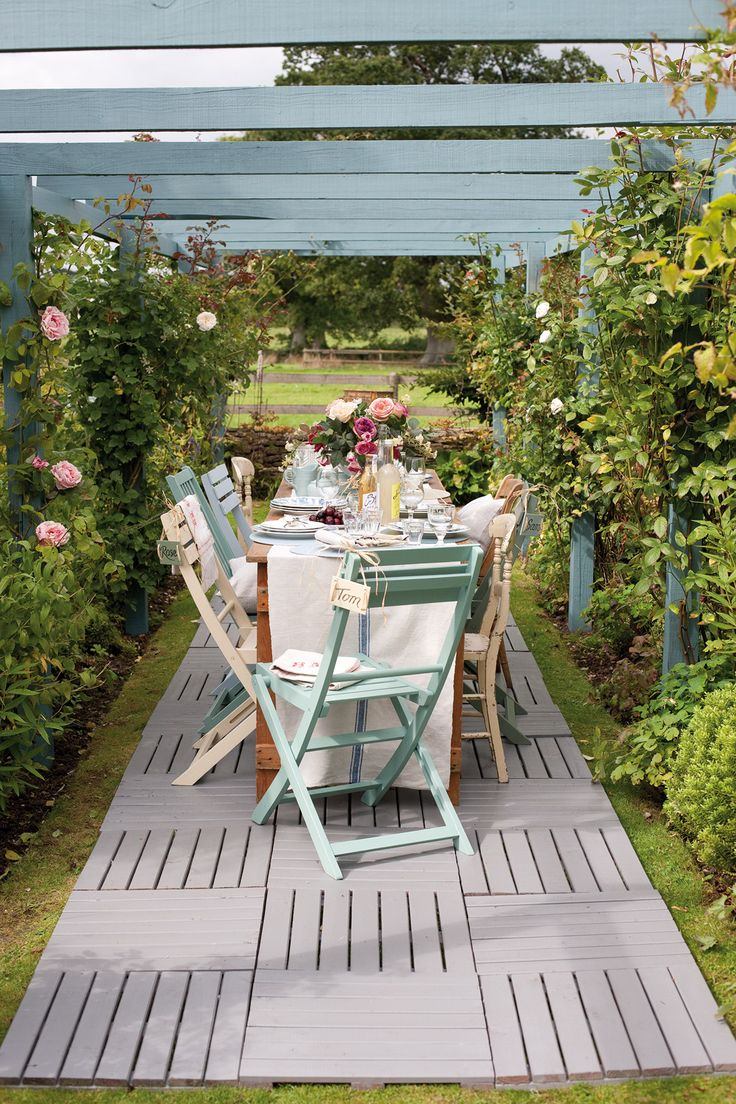 I love this garden with shades of @Cuprinol UK's 'Seagrass'.