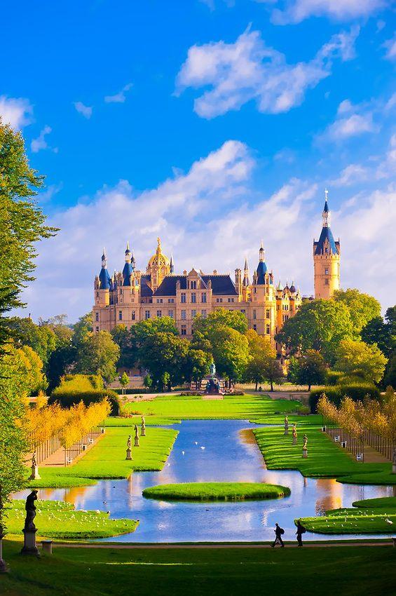 Schloss Schwerin (castle), Schwerin, Mecklenburg-West Pomerania, Germany #travel #wanderlust