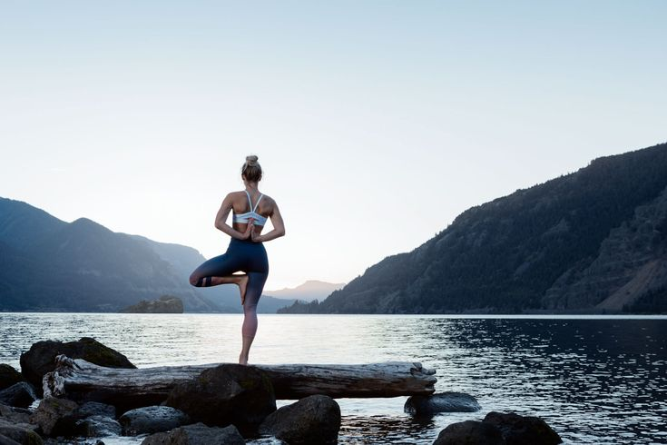 Saasha Jacobson doing yoga in the Columbia Gorge, Oreogn. Wearing Lululemon and Alo