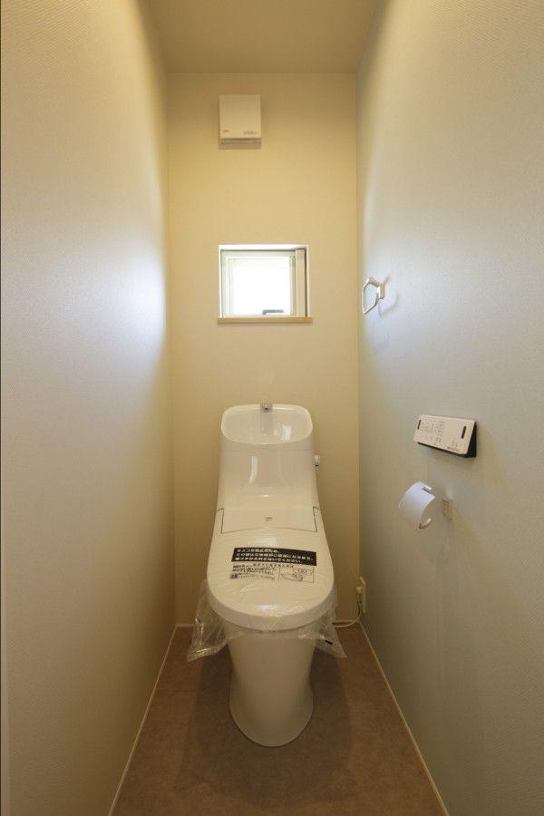 The 町家ハウス ナガタ建設の写真集 稼働棚 白い壁 掃き出し窓