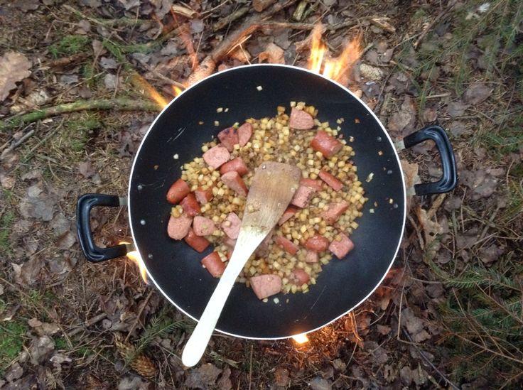 Matlagning i skogen.