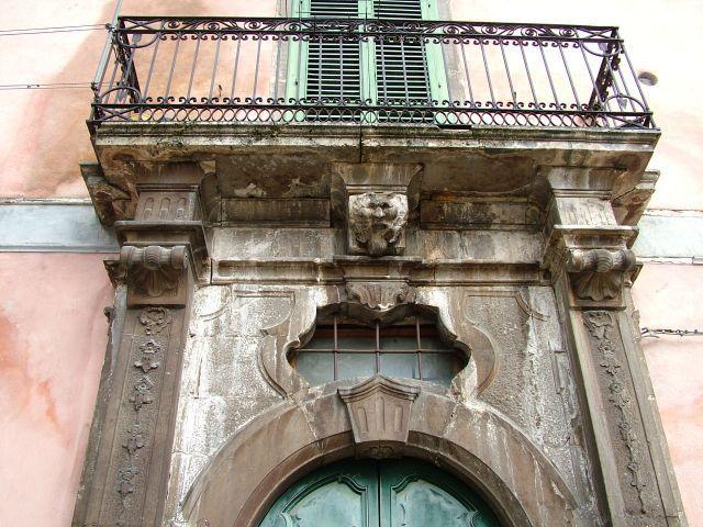 A quanto pare i balconi sono in via di estinzione - sempre meno acquirenti lo considerano elemento fondamentale di una casa. Siete d'accordo?