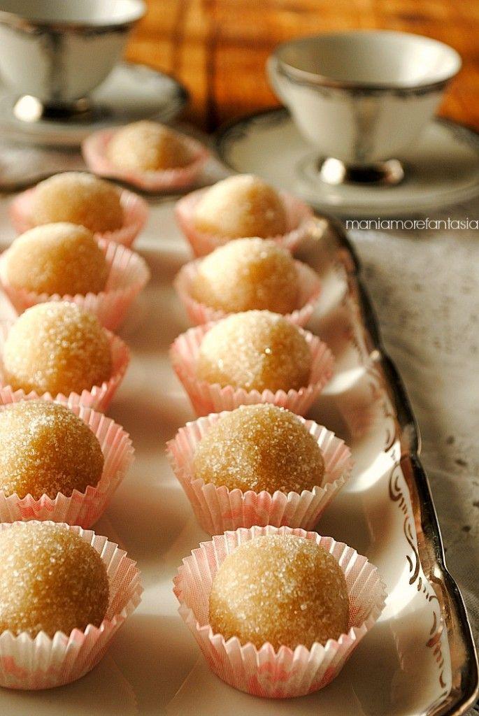 palline di mandorla all'arancia ricetta siciliana