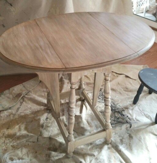 Vintage drop-leaf butterfly table after. I painted the base coat with ASCP French Linen, then did a wash with ASCP Old white. I finished by applying dark wax.