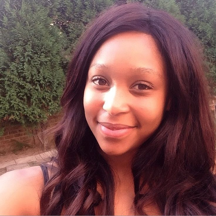Minnie Dlamini looks years younger without make-up. Quite refreshing!
