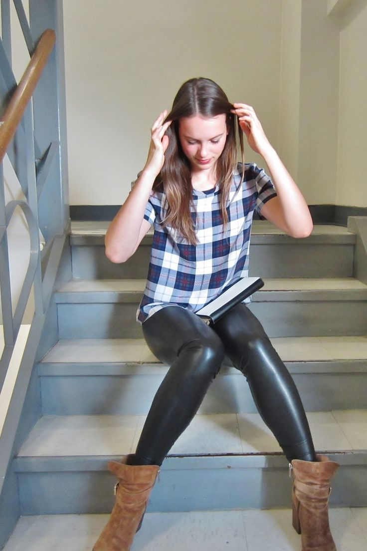 Shiny latex leggings