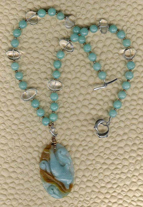 Tutto il giorno - OOAK Amazzonite gemma delfino ciondolo, quarzo malese giada, Rock, FW perle, gioielli collana mare oceano spiaggia SS