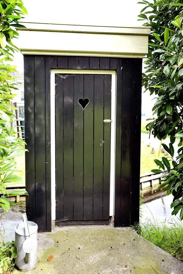 Doe de deur open naar een prachtige stolpboerderij. Dwarsramen. Boogramen. Authentieke schoorsteen. Herenweg 40, Hoogwoud www.klavermakelaardij.nl
