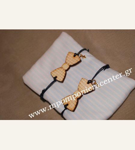 Μαρτυρικό παπιγιόν βραχιόλι ξύλινο με χάραξη καρώ με χρυσό σταυρό