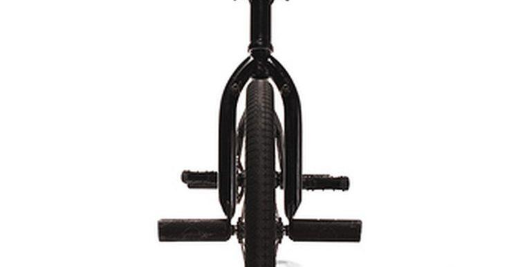 Cómo elegir una bicicleta BMX. Hazte algunas preguntas simples antes de comprar una bicicleta BMX, así te aseguras elegir la más adecuada para ti. Hay un montón de cosas importantes a considerar al elegirla. Algunas personas hacen caso omiso de estas consideraciones y terminan tomando una mala decisión. No quieres que esto te suceda. Este es el modo de elegir una buena.