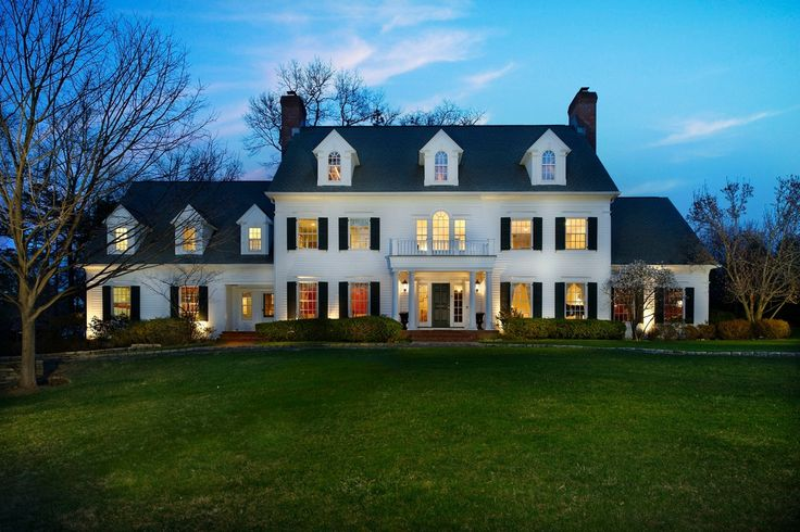 For sale: $6,995,000. Stately Center Hall Colonial with a picturesque circular drive and magnificent curb appeal. Located on a quiet street in Scarsdale's Murray Hill Estate Area, this exceptional residence situated on 1.83 level acres of lush, private property, offers elegant living in a peaceful and tranquil environment. Bright open floor plan with timeless architectural details. Perfect for gracious entertaining and equally comfortable for everyday living. Fabulous EIK with granite…