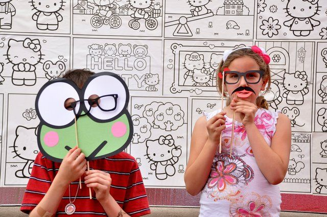 Coloring backdrop at a Hello Kitty Party #hellokitty #party