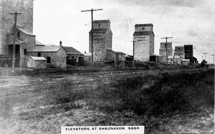 Shaunavon Row - Vintage Saskatchewan - Photos - SaskPhotos.ca