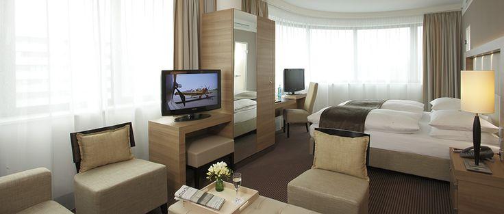 Blick in eines der Hotelzimmer | H4 Hotel Berlin Alexanderplatz