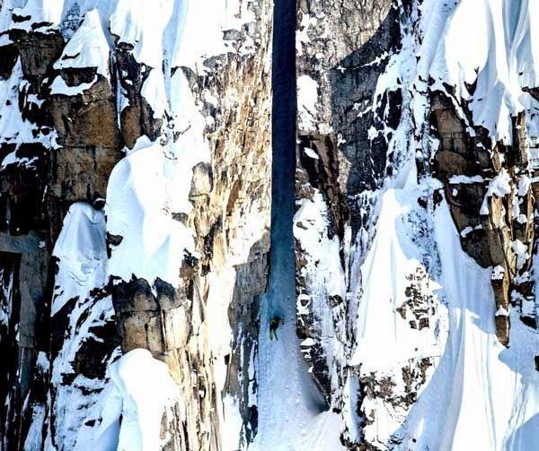 enjoymarket: Η πιο επικίνδυνη κατάβαση με σκι.. (βίντεο)