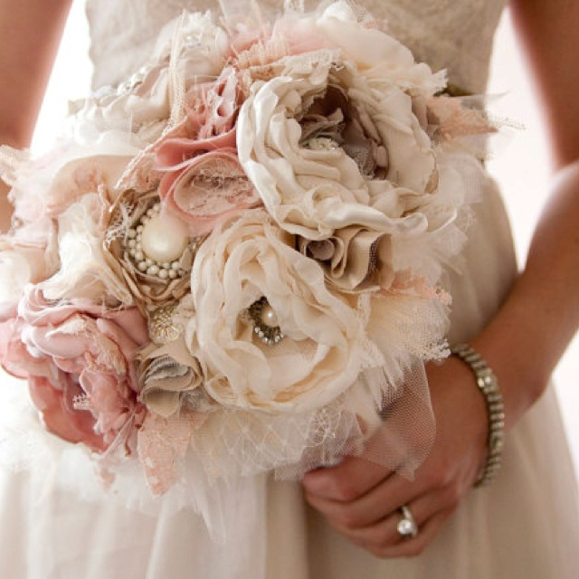 Vintage Brooch Wedding Bouquet with Lace Pearl Fabric. Www.miamiweddings411.com