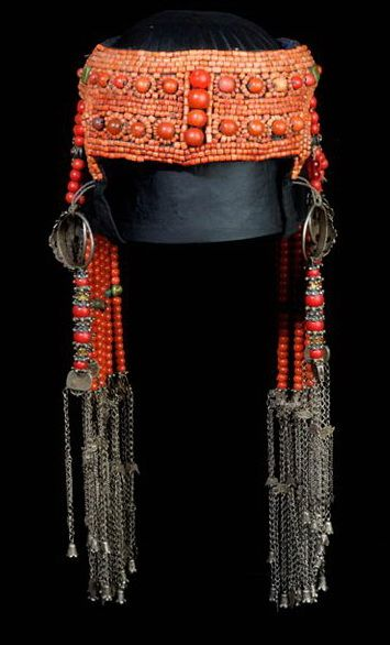The two images come from Truus Daalder, *Ethnic Jewellery and Adornment*, p. 279.