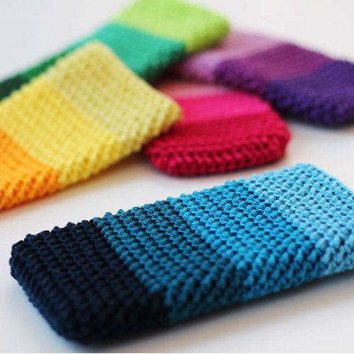 Herringbone Phone Cover Crochet Pattern - A great crochet pattern that make a very textured stitch and feels sturdy.