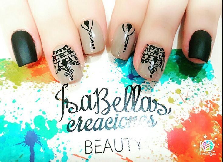 #arteconamor #uñaslindas #beauty #isabel #decoraciónennegro #mandalas #uñasmate #nails #masglo #colorprimeradama
