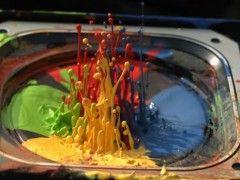 Slowmotion : De la peinture et une enceinte à 2500 fps