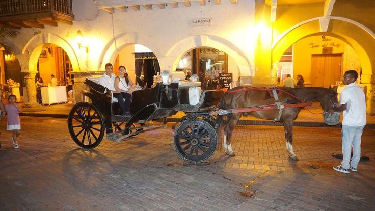 Pasea con estilo en un carruaje  por la ciudad Amurallada de Cartagena