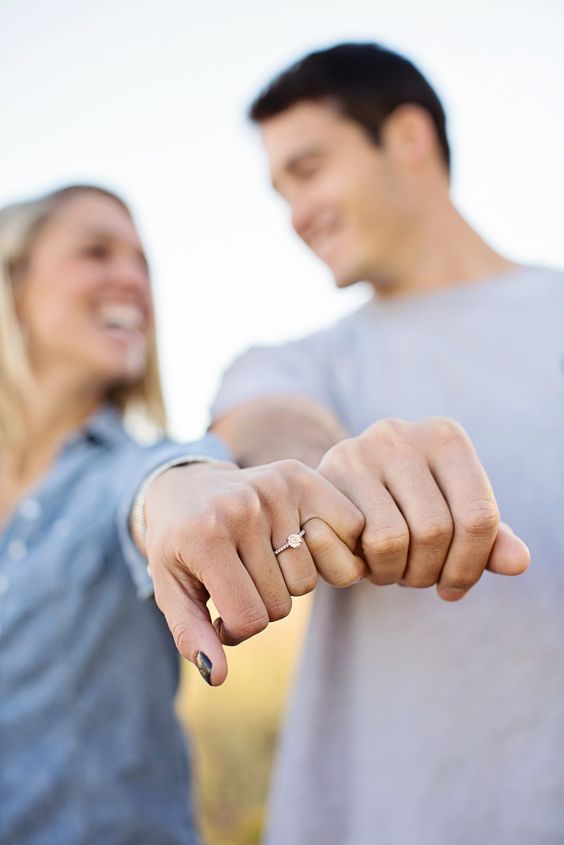 Cute Engagement Rings, Engagement Photo Poses, Engagement Couple, Engagement Pictures, Engagement Shoots, Engagement Photography, Wedding Engagement, Wedding Rings, Wedding Band