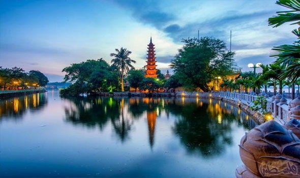 هانوي وجهة سياحية للذواقة وعشاق المغامرة Vietnam Vietnam Travel Pagoda
