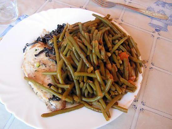 La meilleure recette de Haricots vert à l'italienne! L'essayer, c'est l'adopter! 5.0/5 (1 vote), 3 Commentaires. Ingrédients: 1 kg de haricots verts surgelés 1 oignon 1 cuill. à soupe de concentré de tomate 1 cuill à café rase de sel 2 cuill. à soupe d'huile d'olive