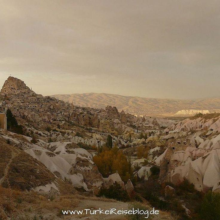 tuerkei_reiseblog▶ Festung #Uchisar im #Göreme #Nationalpark in #Kappadokien  #Türkei #Urlaub muss nicht immer an der Südküste mit Meer und #pauschalreise sein. Der Nationalpark ist eines der beliebtesten #Reiseziele von #Backpacker in der #Tuerkei.  #Türkeireiseblog #türkeireisetipps #Tuerkeiurlaub #Türkeiurlaub #reiseblog #Reiseblogger #reiseblogs #deutscheblogger #folgemir #Fernweh #reisesucht #Reiselust #urlaubsgefühle #urlaubsgefühle #dienstagabend #fernsucht #anatolien #türkeiurlaub201