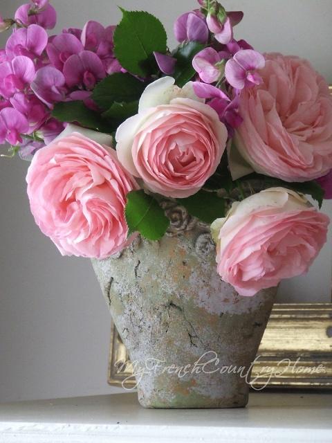 the restrained bouquet - Sharon Santoni
