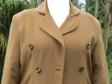 A simple very soft cashmere from Italy. Double breasted, comfortable with a full lining,a back flap, two pockets and suitable for casual wear, not an elegant coat. Slight imperfections in the fabric, barely noticable.