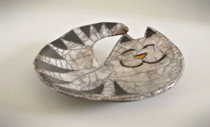Gatto in ceramica Raku - piatto raku - posacenere raku - porta sapone raku - Fatto a mano Pezzo unico OOAK - raku dish - RAKULAB on etsy di RAKULAB su Etsy