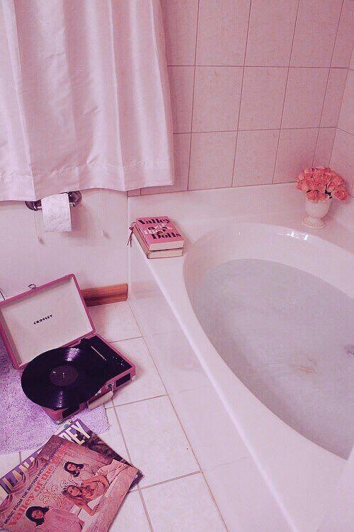 best 25 pink bathtub ideas on pinterest bathroom. Black Bedroom Furniture Sets. Home Design Ideas