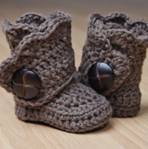 So cute!! Baby boots! :). Now if only I could convince someone to make these for my babe! ;)