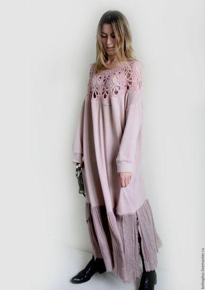 Купить или заказать Платье свободного кроя 'Поцелуй розы2' в интернет-магазине на Ярмарке Мастеров. Росинка розу целовала Сползая брызгами любви А ты душою замирая Мне говорила уходи. Еще одно нежно розовое платье из трикотажного полотна с ангоркой , нежнейший по прикосновению и воздушный. Кокетка связана из нежного мохера с шелком , а юбка из шелкового шифона. Платье не очень большой свободы, чем близняшка.