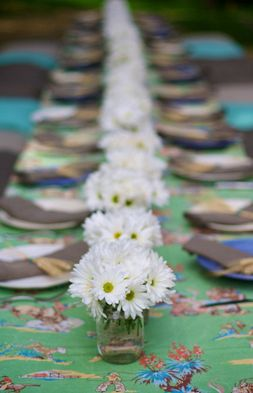 White daisy arrangements...simple & so inexpensive