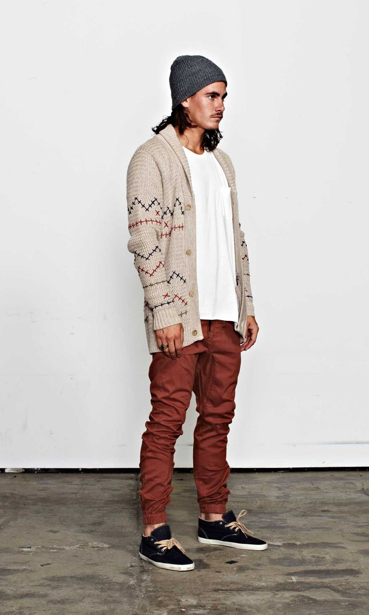 fantastic outfits with burgundy joggers black