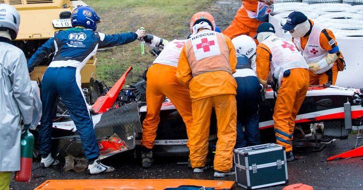 Atendimento de emergência a piloto acidentado durante prova do Grande Prêmio do Japão de Fórmula I no circuito de Suzuka. 12/10/14.  Fotografia: Hiroshi Yamamura.