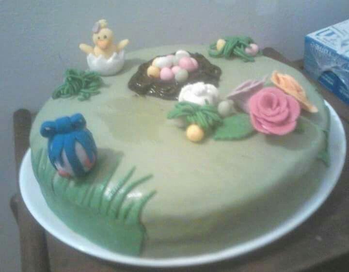 Gâteau de pâques.  Génoise pignata ganache kinder